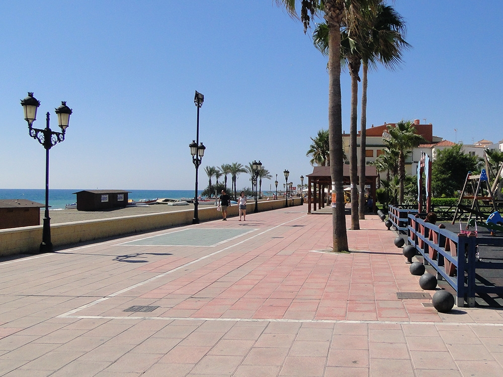 Sea side promenade san Luis de Sabinillas