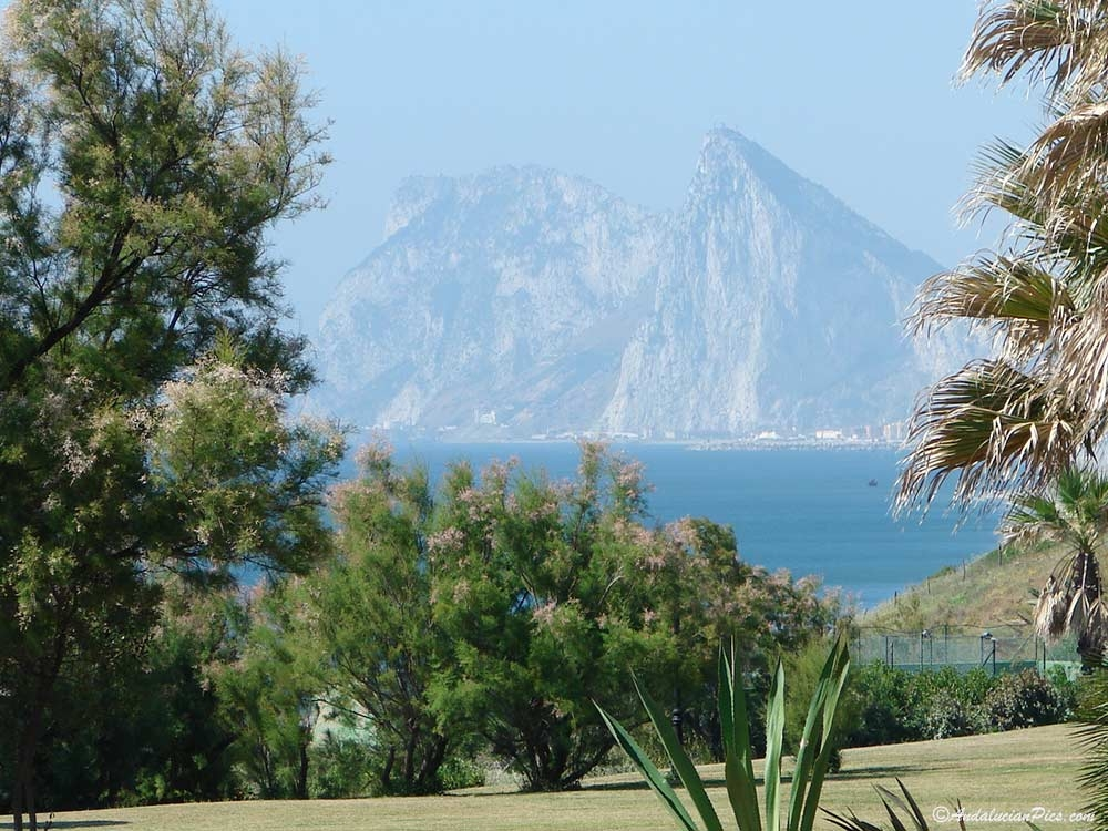La Marina de Sotogrande et le rocher de Gibraltar