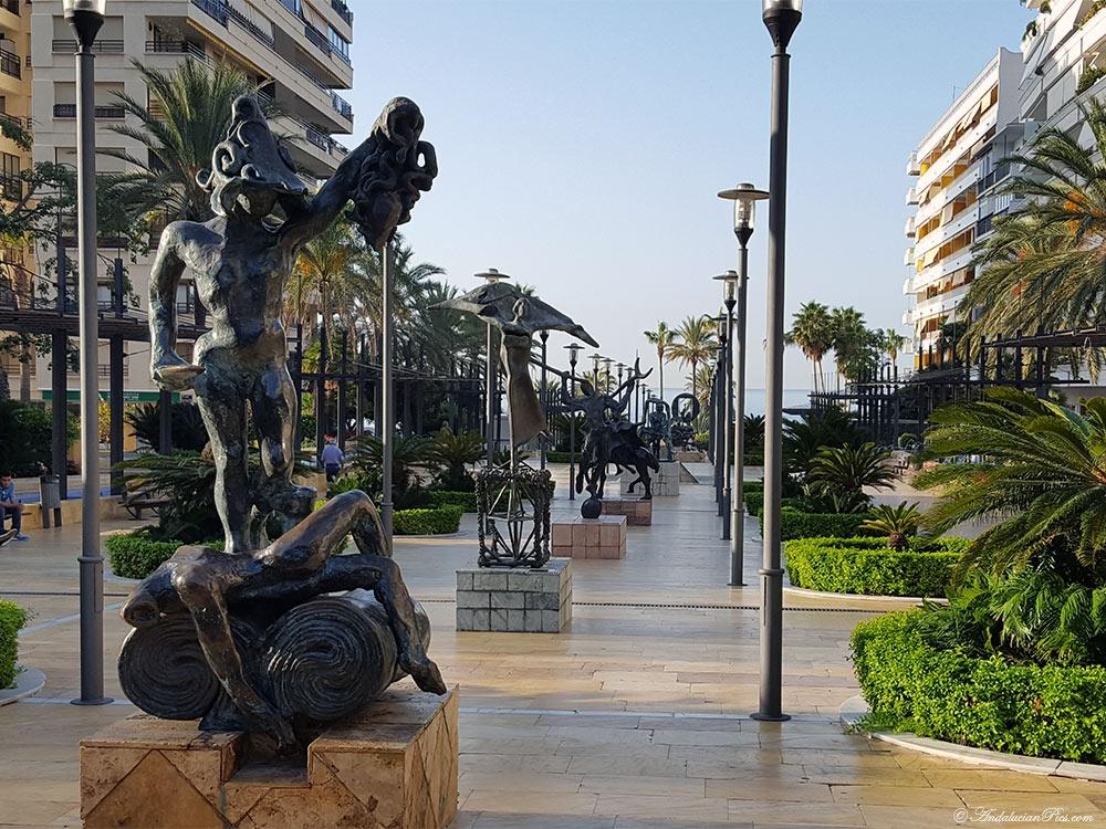 Marbella Statues de Dali